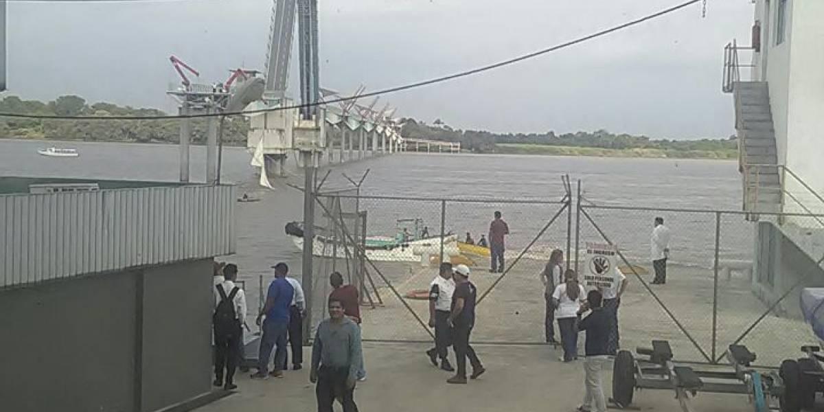 Puente que conecta a la isla Santay con Guayaquil se cay