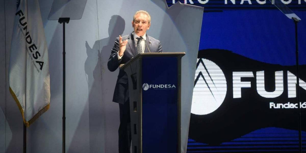 Felipe Bosch defiende a presidente Morales y lo insta a trabajar