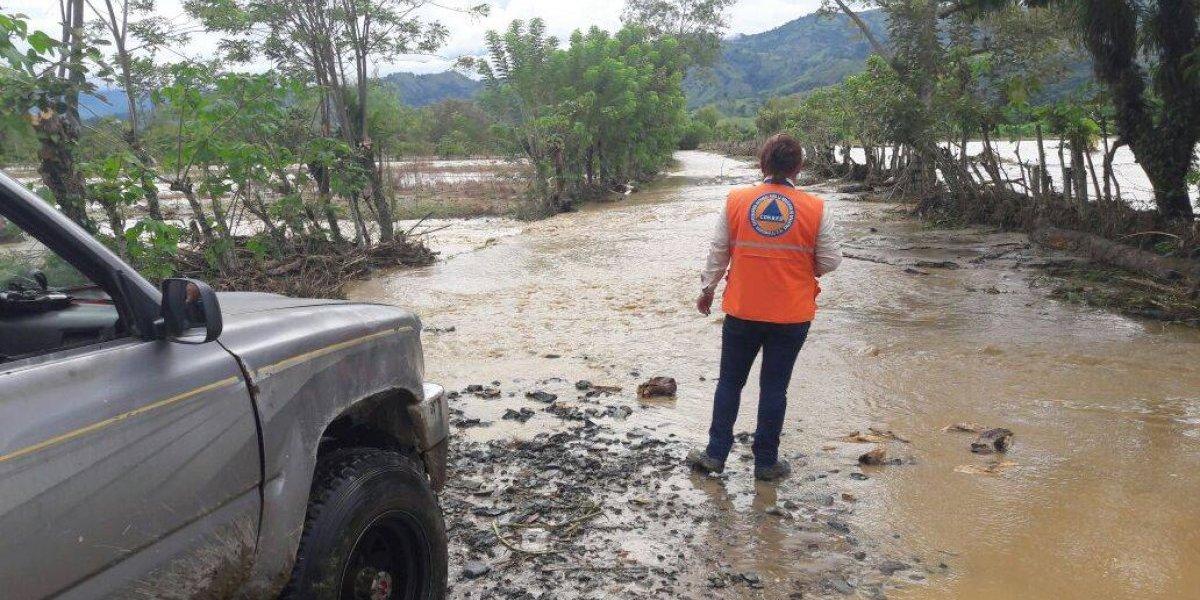 Evacuan a pobladores de Izabal por inundaciones tras desborde de dos ríos