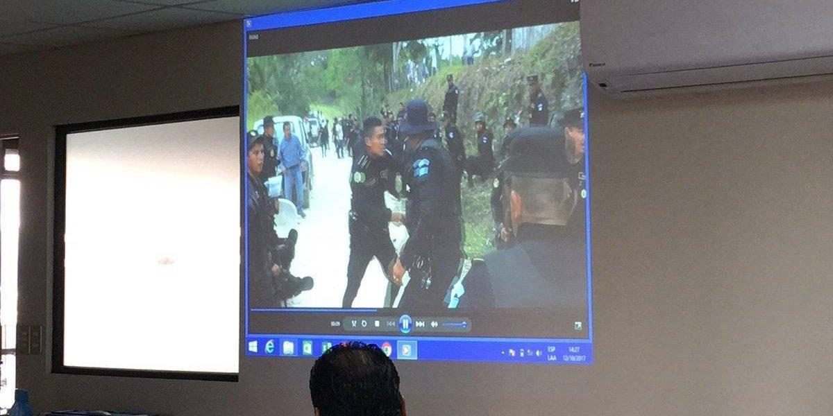 Reproducen video de enfrentamiento entre vecinos y policías durante desalojo