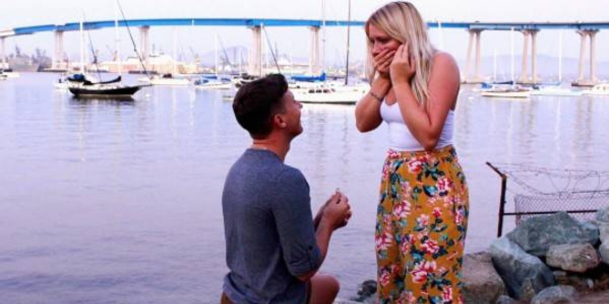 """No tenía con quien ir a una boda, """"pidió"""" una pareja por Twitter y terminaron proponiéndole matrimonio"""