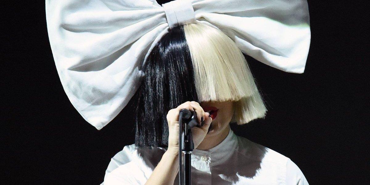 Sia dejó ver su rostro otra vez, pero también mostró algo de más