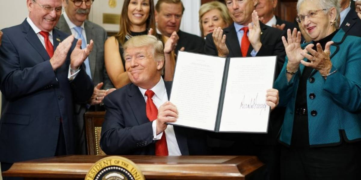 Trump da un duro golpe al Obamacare e inicia su desmantelamiento