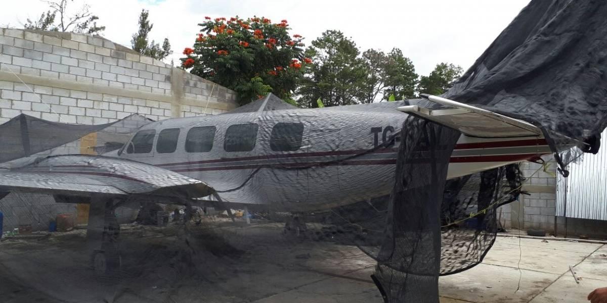Bajo custodia quedó la avioneta localizada en una sospechosa pista