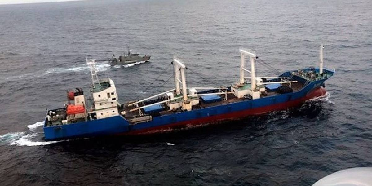 Destruyen carga de barco chino capturado en Galápagos