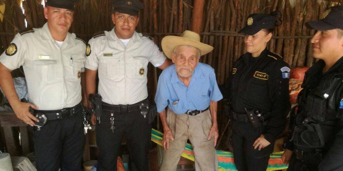 PNC cumple último deseo de abuelito de 99 años, a quien solían brindar apoyo humanitario