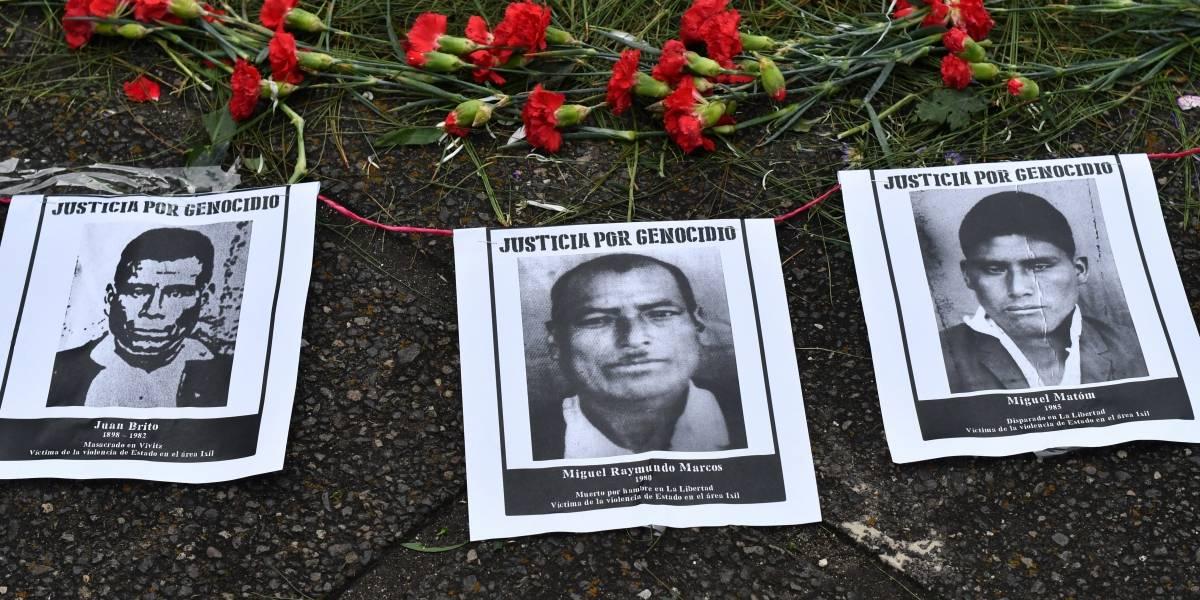 Con flores y velas, organizaciones exigen justicia para víctimas del conflicto armado