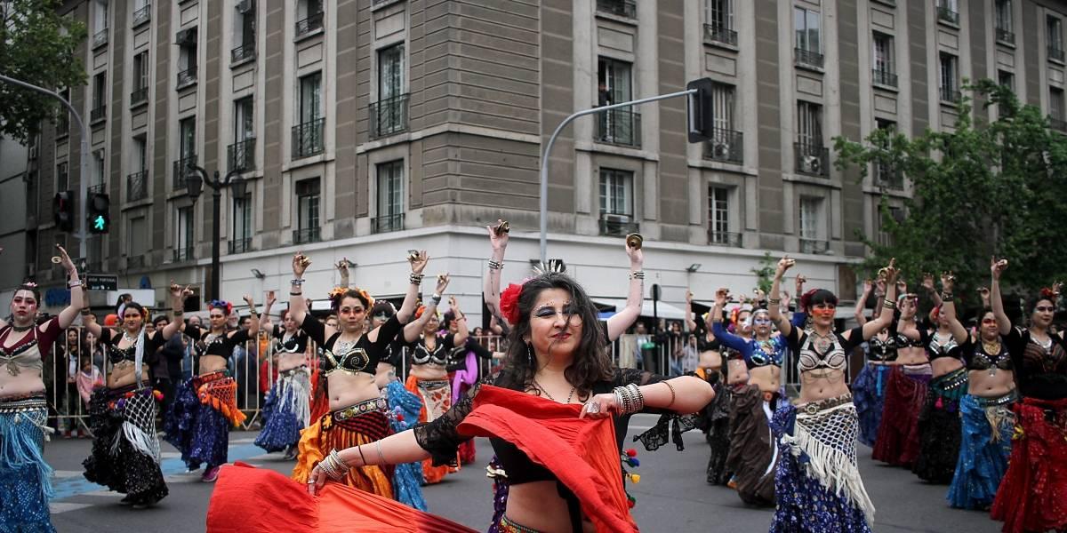 Comienzan preparativos para Santiago es Carnaval que celebrará a Violeta Parra