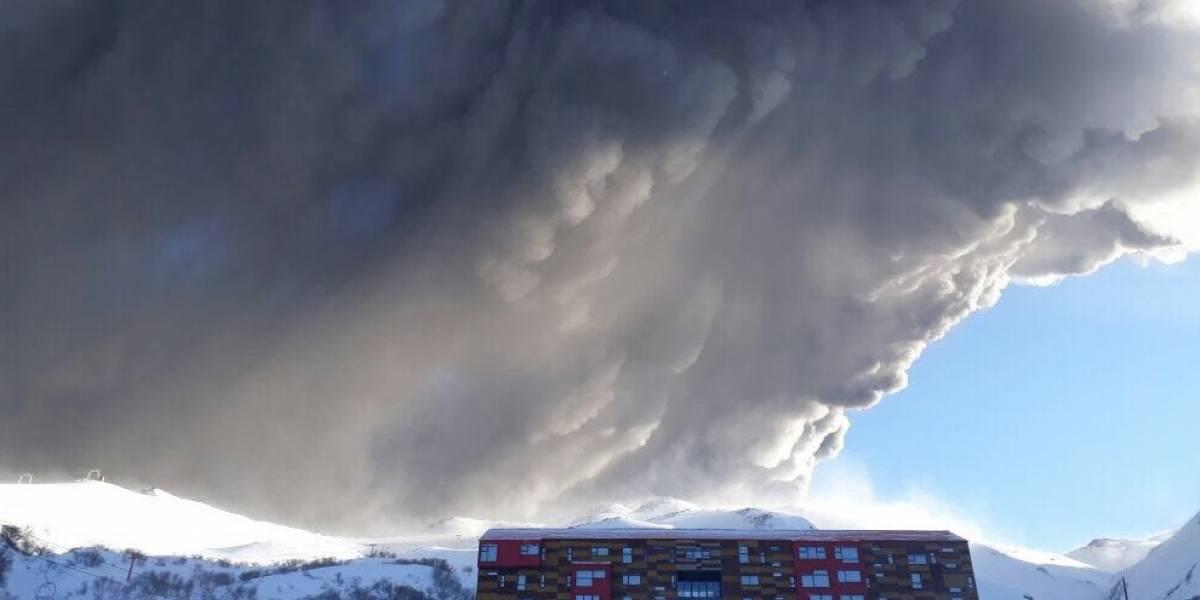 Nuevo pulso eruptivo se registra en el complejo volcánico Nevados de Chillán