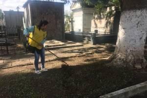 Limpieza en el cementerio general