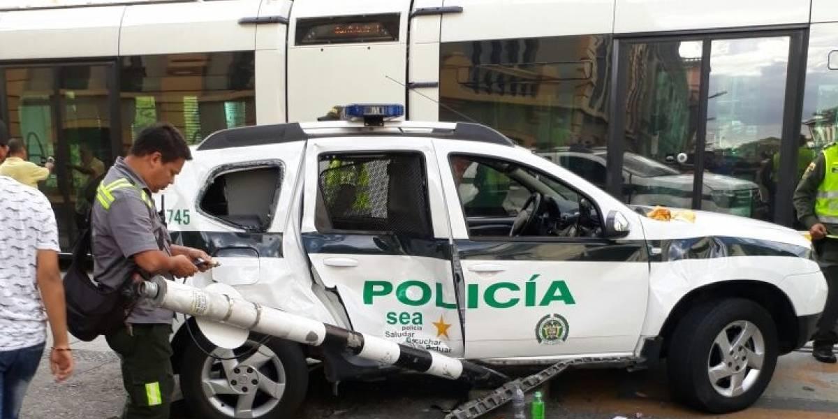 Patrulla de la policía se estrelló contra el tranvía de Medellín causando el más grave accidente en su historia