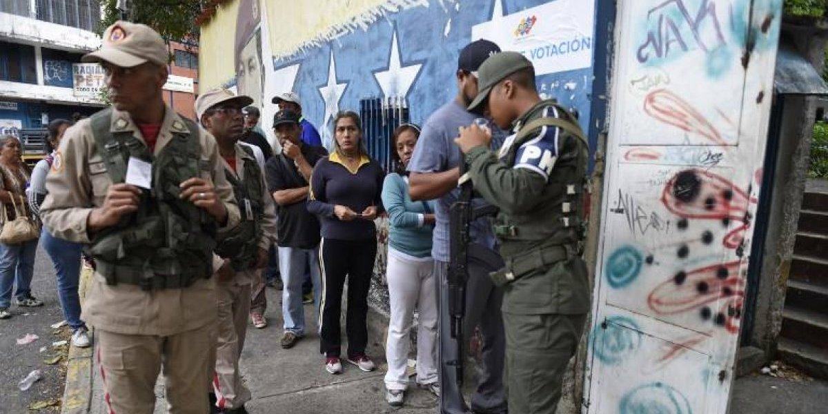 Ya se abrieron las urnas para las controversiales elecciones regionales en Venezuela