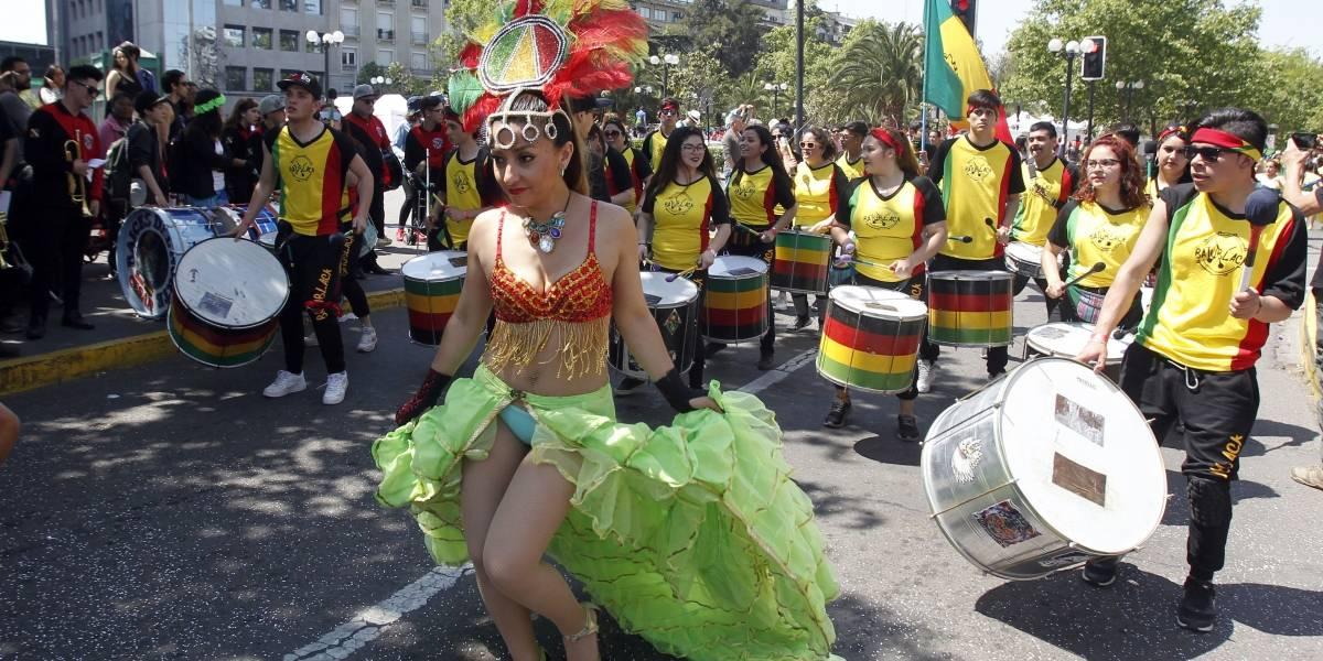 Estas son algunas de las postales que ha dejado el carnaval de Santiago en su paso por la capital