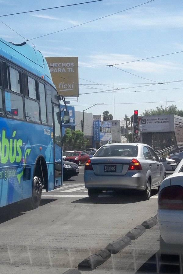 Buscan poner orden en el uso del carril exclusivo del Macrobús