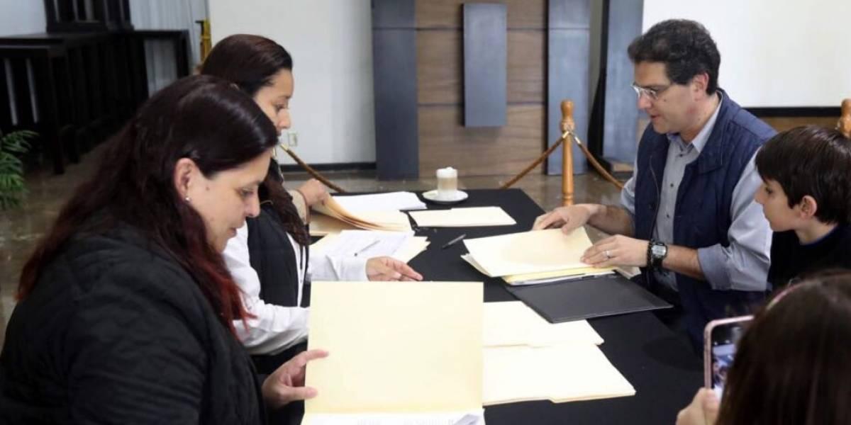 Entrega INE constancias de registro a presidenciables independientes