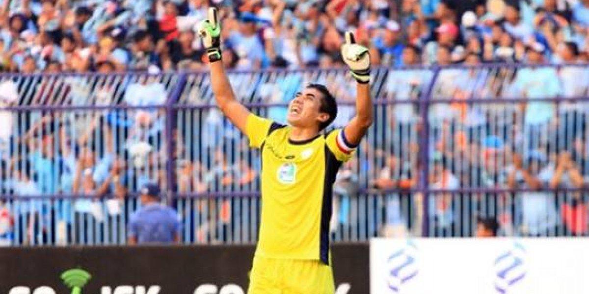 VIDEO: Fallece portero de primera división tras duro choque durante una jugada
