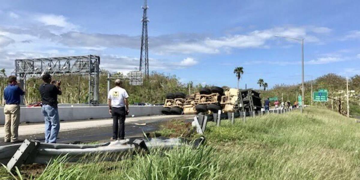 Cierran la PR-22 en dirección hacia Arecibo por camión militar volcado