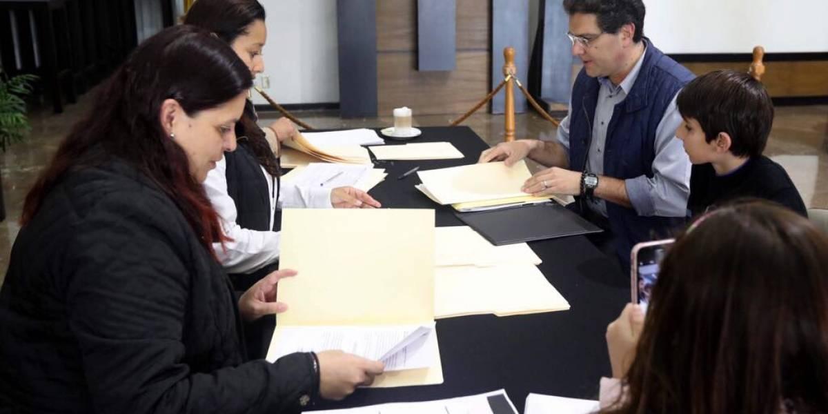 INE sólo baja a 8 de los 86 presidenciables independientes