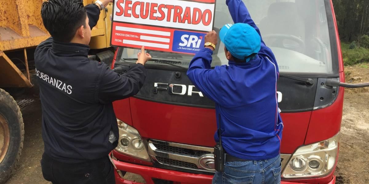 SRI en Azuay secuestró vehículos a contribuyentes que mantienen deudas tributarias