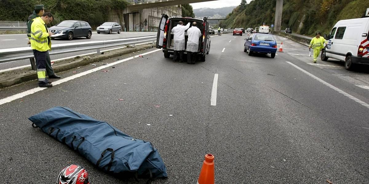 """Fallece mujer por sacar medio cuerpo del auto para hacer """"topless"""""""