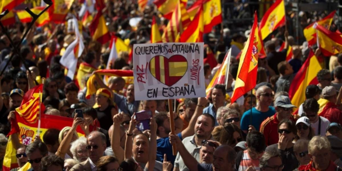 """Gobierno español pide """"claridad"""" a Puigdemont y le da ultimátum para aclarar si declaró la independencia de Cataluña"""