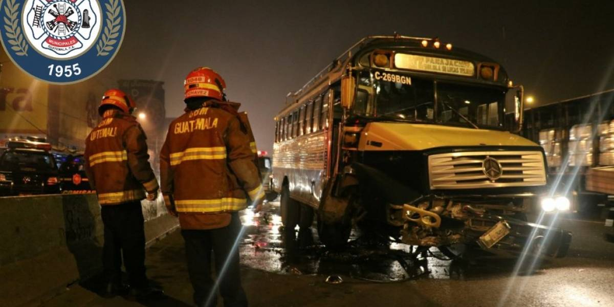 Dos heridos y tránsito complicado tras accidente de autobús en calzada Roosevelt