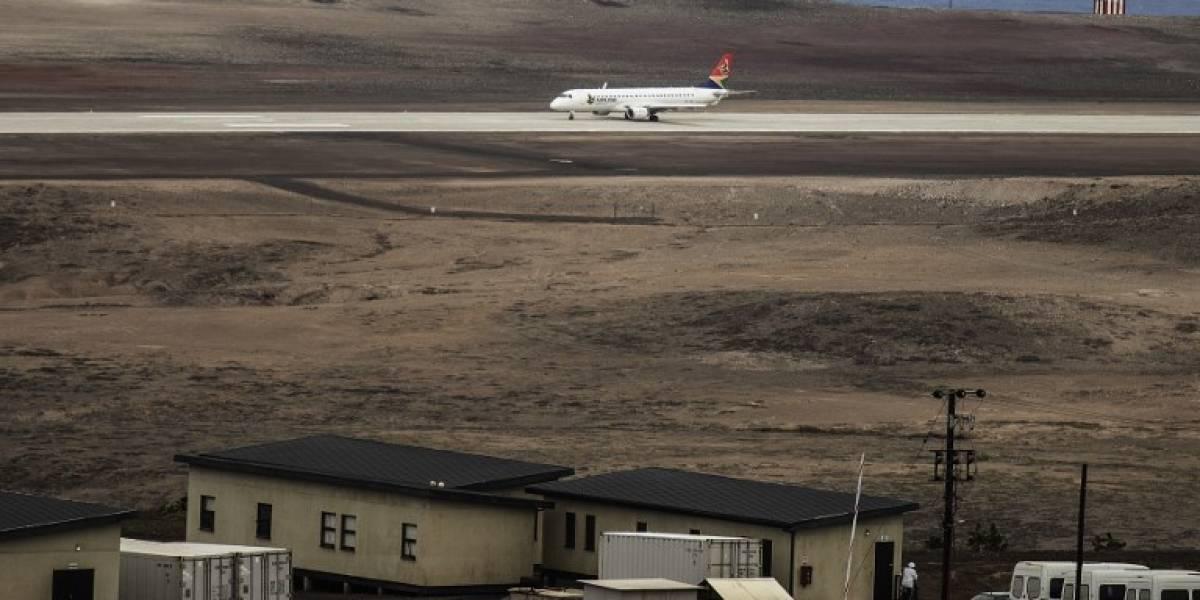 """El fail del aeropuerto """"más inútil del mundo"""": finalmente recibe su primer vuelo comercial pero llega atrasado"""