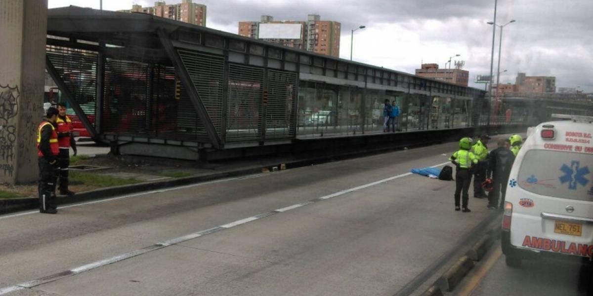 Accidente deja un muerto frente a estación de Transmilenio Simón Bolívar