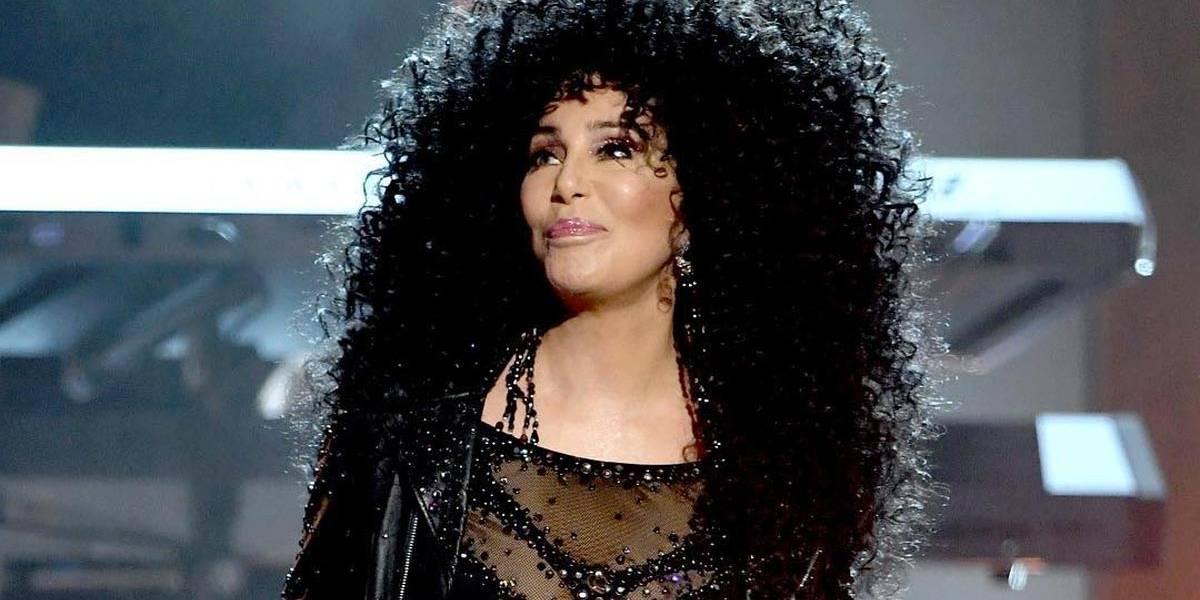 Cher critica governador de Porto Rico no Twitter: 'não confio nele'