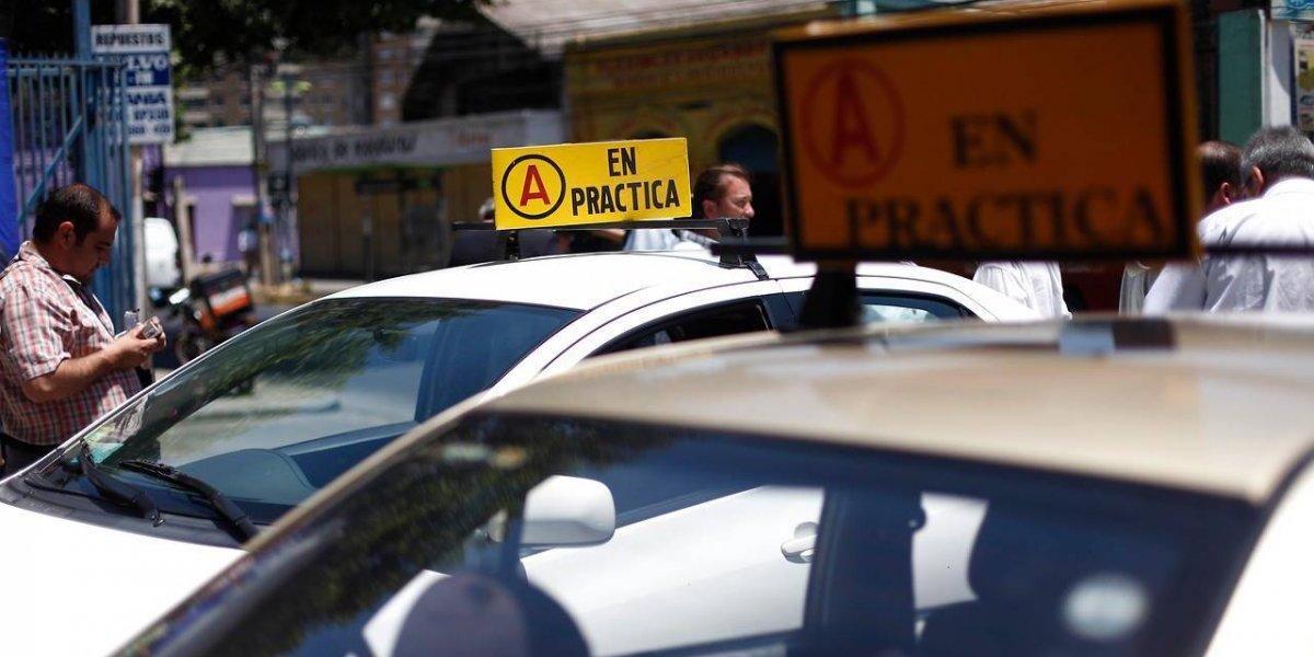 Huechuraba: regalan cursos de conducción y licencia clase B a 85 alumnos de cuarto medio