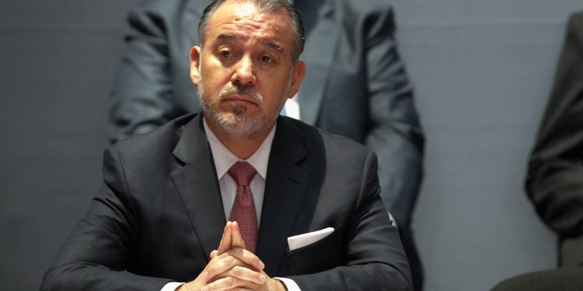 Renuncia Raúl Cervantes como titular de la PGR
