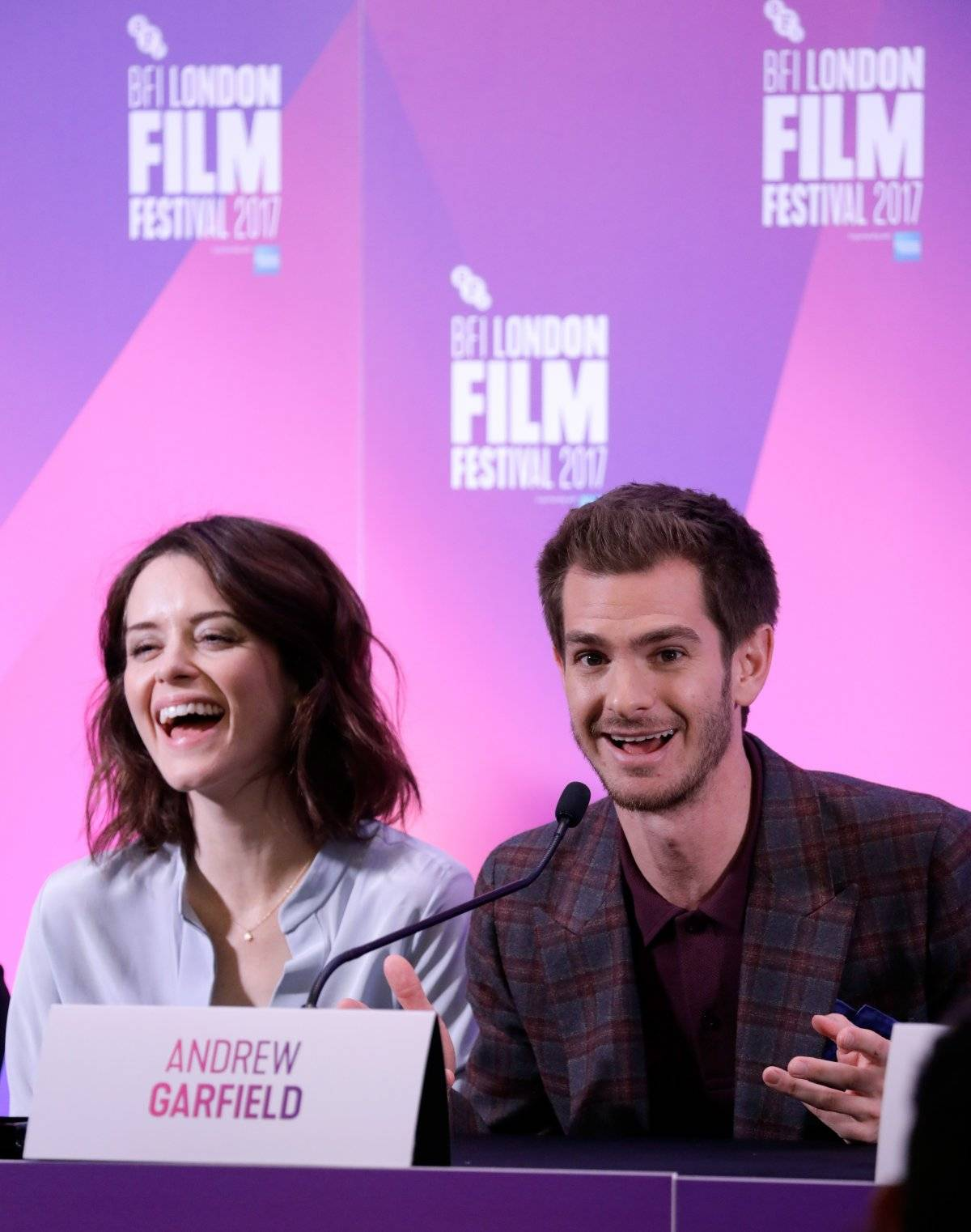 Claire Foy y Andrew Garfield
