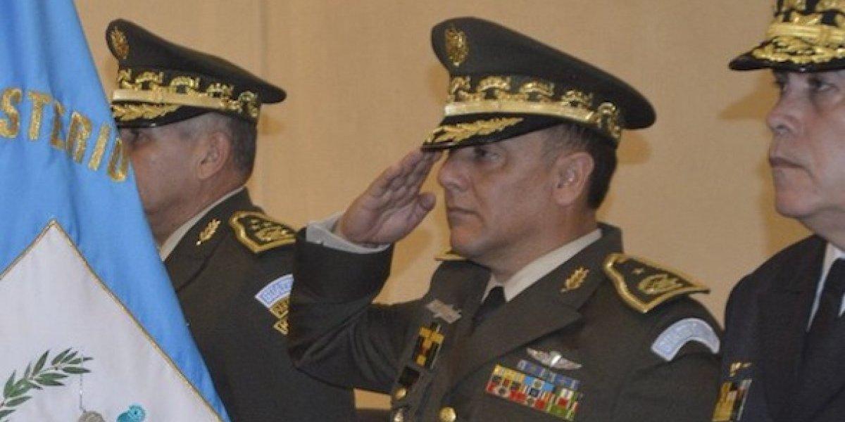 """Nuevo ministro de la Defensa señala que no recibirá """"bono de responsabilidad"""""""