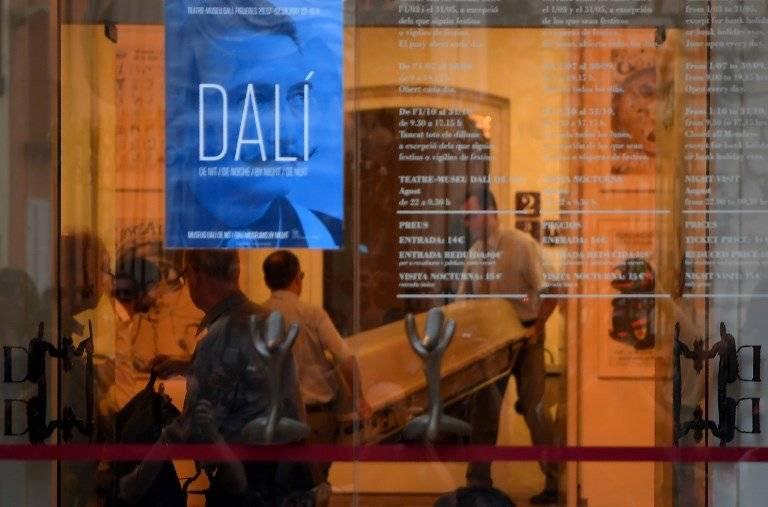 Exhumación de los restos de Salvador Dalí