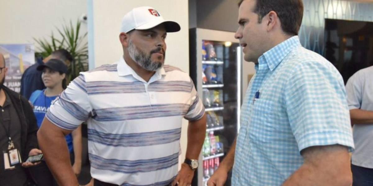 "Iván ""Pudge"" Rodríguez llega a la Isla con suministros"