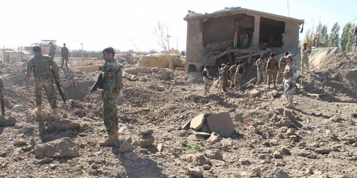 Ataques simultáneos dejan decenas de muertos en Afganistán