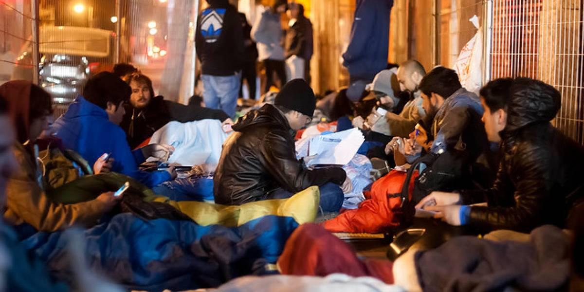 Locura total: más de 300 personas durmieron en plena vía pública esperando la venta de bodega de PC Factory