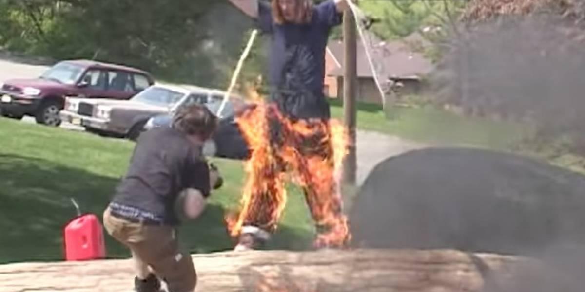 Video de joven que incendia a su amigo por un truco se viraliza en redes