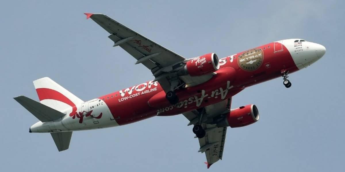 Pánico en avión de AirAsia que descendió violentamente