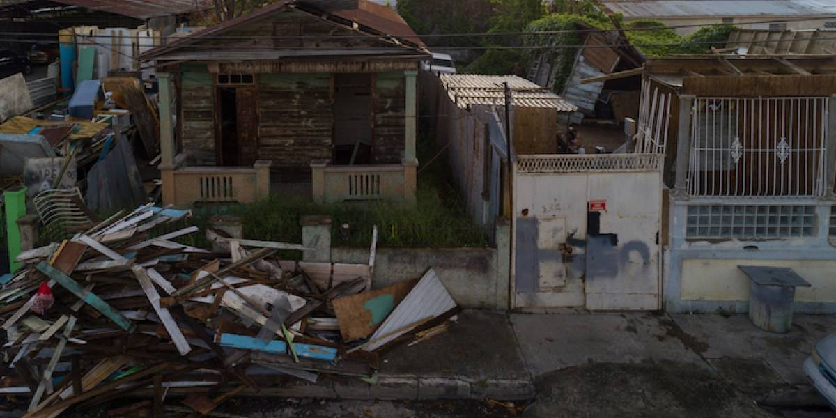 El dilema de reconstruir a Puerto Rico o pagar la deuda