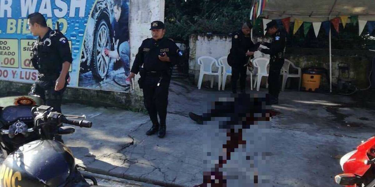 Asesinan a dos PNC tras ataque armado que quedó registrado en cámaras
