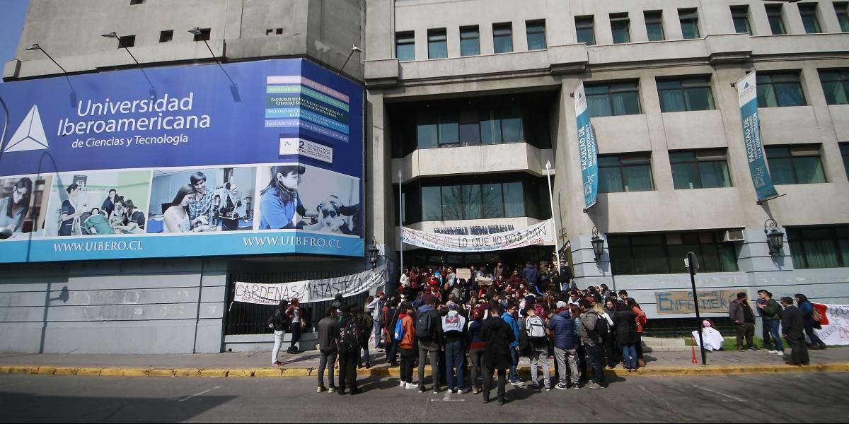 Estudiantes de Universidad Iberoamericana exigen ser reubicados en universidades estatales