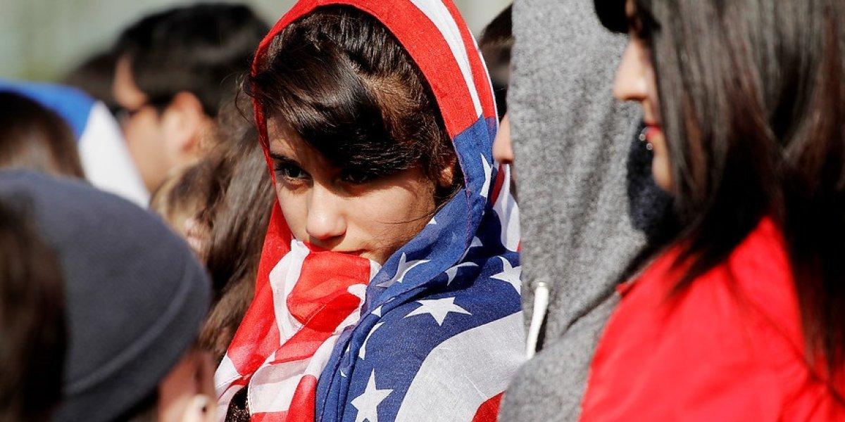 EEUU piensa en Chile y sortea visas de residencia permanente: postulaciones comienzan este miércoles