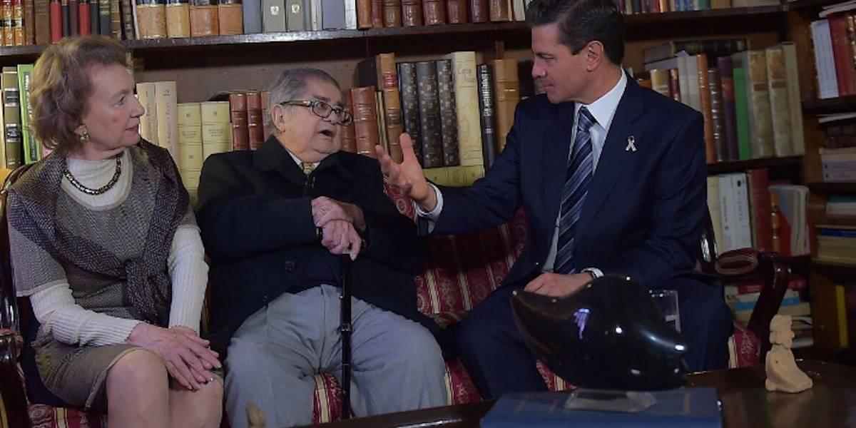 Peña Nieto conversa con el historiador Miguel León Portilla