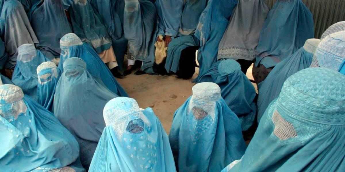 """Quebéc prohibe el uso del burka (velo islámico) en servicios públicos """"por seguridad"""""""
