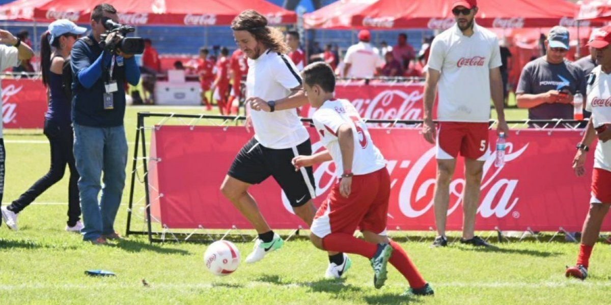 VIDEO. Así fueron los primeros toques de balón de Carles Puyol en Guatemala