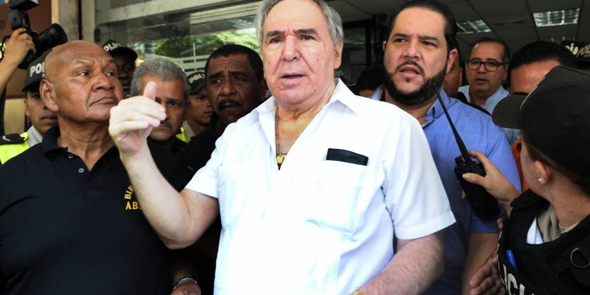 Abdalá Bucaram encabezó plantón para denunciar a la Supercom