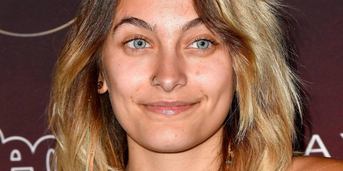 Con una foto topless, Paris Jackson acepta sus imperfecciones