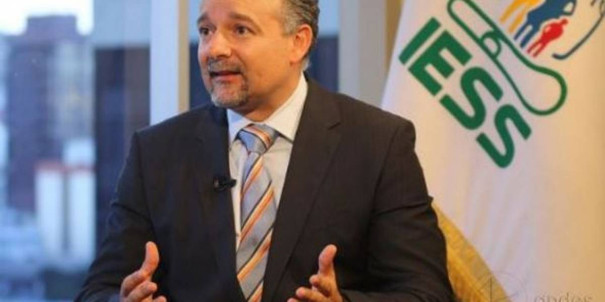Richard Espinosa podría ser destituido del IESS en 30 días