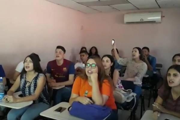 Maestra enseña inglés al ritmo de ' La chona